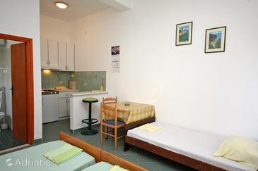 Saplunara, Dining room in the studio-apartment, dopusteni kucni ljubimci i WIFI.