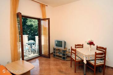 Saplunara, Dining room in the apartment, (pet friendly) and WiFi.
