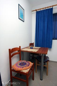 Saplunara, Dining room in the studio-apartment, dopusteni kucni ljubimci i WIFI.