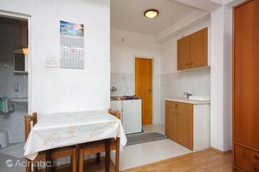 Ropa, Jídelna v ubytování typu studio-apartment.
