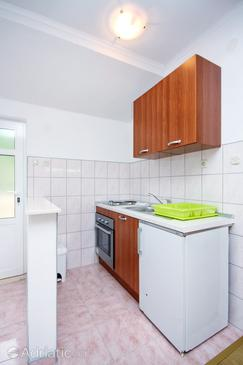 Ropa, Kitchen in the studio-apartment.