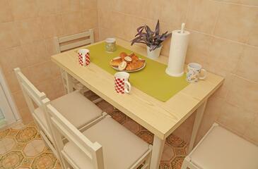 Prožurska Luka, Jídelna v ubytování typu apartment, domácí mazlíčci povoleni a WiFi.