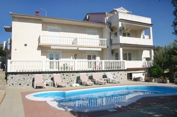 Barbat, Rab, Объект 4951 - Апартаменты вблизи моря с галечным пляжем.