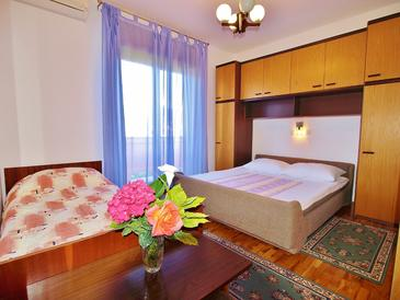 Supetarska Draga - Donja, Sypialnia w zakwaterowaniu typu room, dostupna klima, dopusteni kucni ljubimci i WIFI.