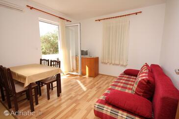 Banjol, Dnevni boravak u smještaju tipa apartment, dostupna klima, kućni ljubimci dozvoljeni i WiFi.