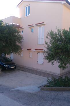 Banjol, Rab, Объект 4956 - Апартаменты с песчаным пляжем.