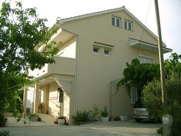 Palit, Rab, Объект 4957 - Апартаменты с галечным пляжем.