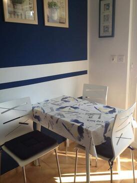 Lopar, Dining room in the apartment, dopusteni kucni ljubimci i WIFI.