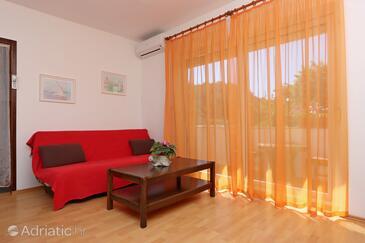 Supetarska Draga - Donja, Salon dans l'hébergement en type apartment, climatisation disponible, animaux acceptés et WiFi.