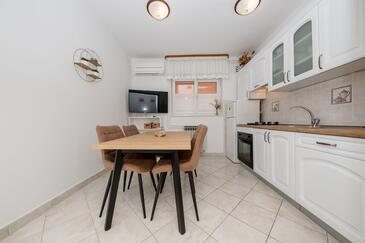 Palit, Jídelna v ubytování typu apartment, s klimatizací a WiFi.