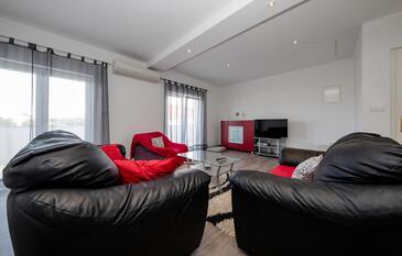 Palit, Obývacia izba v ubytovacej jednotke apartment, dostupna klima i WIFI.