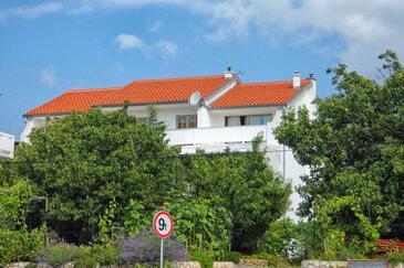 Palit, Rab, Obiekt 4971 - Apartamenty ze żwirową plażą.