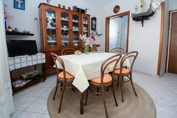 Barbat, Blagovaonica u smještaju tipa apartment, dostupna klima i WiFi.