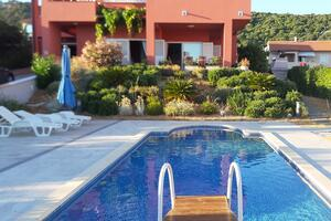 Apartmány u moře s bazénem Barbat (Rab) - 4980
