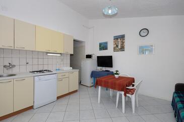 Supetarska Draga - Gonar, Jídelna v ubytování typu apartment, s klimatizací a WiFi.