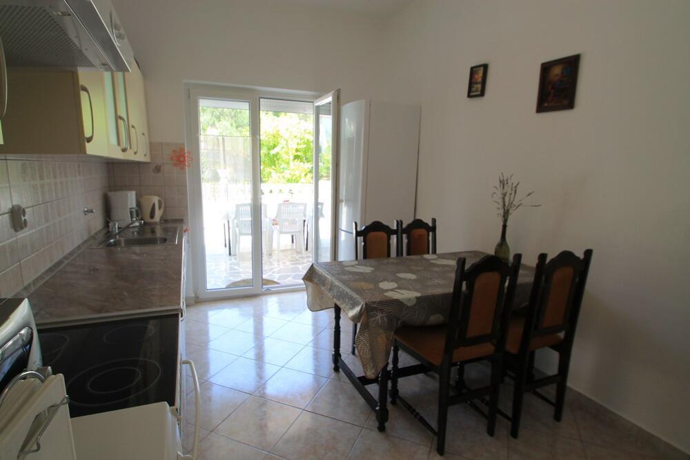 Ferienwohnung im Ort Palit (Rab), Kapazität 6 Ferienwohnung