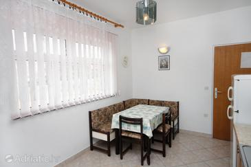 Barbat, Comedor in the apartment, (pet friendly) y WiFi.