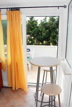 Barbat, Dining room in the studio-apartment, dopusteni kucni ljubimci i WIFI.