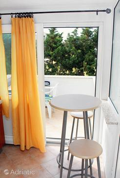Barbat, Comedor in the studio-apartment, (pet friendly) y WiFi.