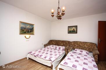 Barbat, Living room in the apartment, dopusteni kucni ljubimci.