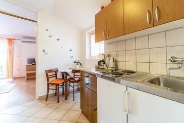 Palit, Dining room in the apartment, (pet friendly) and WiFi.