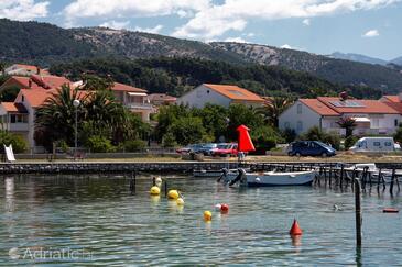 Palit, Rab, Объект 5010 - Апартаменты и комнаты вблизи моря с галечным пляжем.
