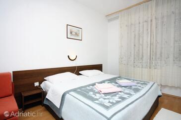 Supetarska Draga - Donja, Bedroom in the room.