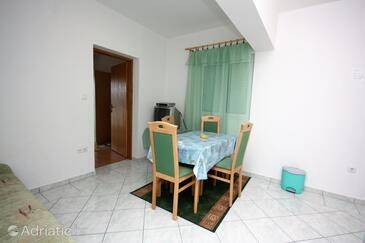 Kampor, Jídelna v ubytování typu apartment, s klimatizací, domácí mazlíčci povoleni a WiFi.