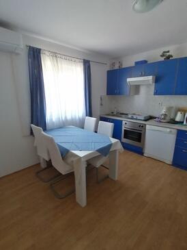 Lopar, Dining room in the apartment, dostupna klima i WIFI.