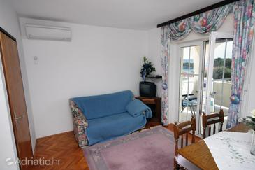Banjol, Obývací pokoj v ubytování typu apartment, s klimatizací a WiFi.