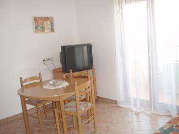Barbat, Dining room in the apartment, dopusteni kucni ljubimci i WIFI.