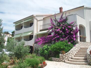 Barbat, Rab, Объект 5026 - Апартаменты с галечным пляжем.