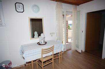 Palit, Jedáleň v ubytovacej jednotke studio-apartment, domáci miláčikovia povolení.