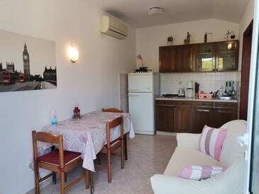 Kampor, Jadalnia w zakwaterowaniu typu apartment, dostupna klima i WIFI.