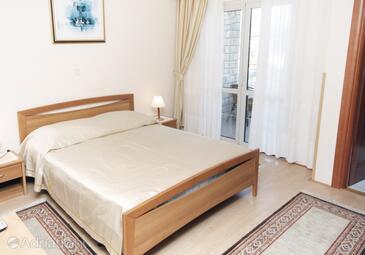 Supetarska Draga - Donja, Spalnica v nastanitvi vrste room, dostopna klima, Hišni ljubljenčki dovoljeni in WiFi.