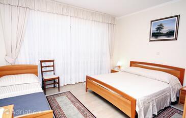 Supetarska Draga - Donja, Ložnice v ubytování typu room, s klimatizací, domácí mazlíčci povoleni a WiFi.