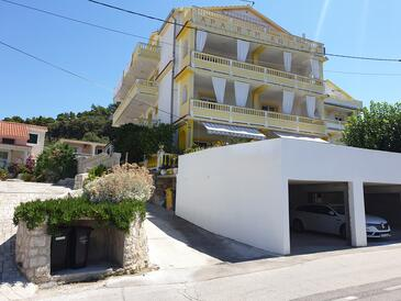Banjol, Rab, Объект 5041 - Апартаменты с песчаным пляжем.