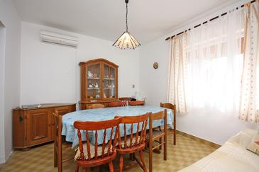 Palit, Dining room in the apartment, dostupna klima i dopusteni kucni ljubimci.