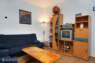 Supetarska Draga - Gornja, Woonkamer in the apartment, (pet friendly) en WiFi.