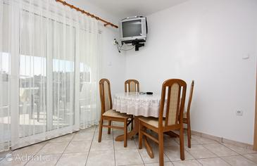 Kampor, Jídelna v ubytování typu apartment, WiFi.