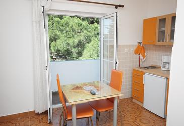 Kampor, Dining room in the studio-apartment, air condition available, (pet friendly) and WiFi.