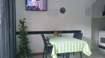 Palit, Dining room in the apartment, air condition available, (pet friendly) and WiFi.