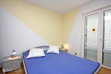 Barbat, Dormitor în unitate de cazare tip room, aer condiționat disponibil şi WiFi.