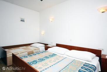 Barbat, Dormitorio in the room, (pet friendly) y WiFi.