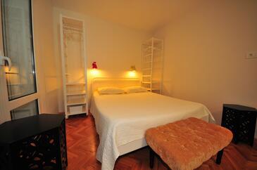 Banjol, Ložnice v ubytování typu room, s klimatizací a WiFi.