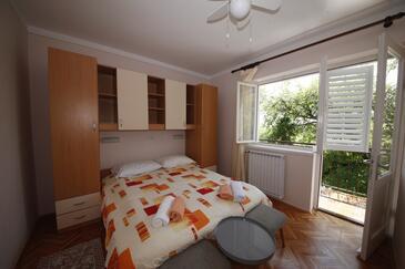 Banjol, Ložnice v ubytování typu room, domácí mazlíčci povoleni a WiFi.