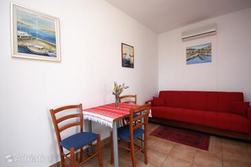 Murter, Столовая в размещении типа apartment, доступный кондиционер и WiFi.
