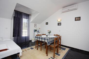 Jezera, Jídelna v ubytování typu apartment, s klimatizací a domácí mazlíčci povoleni.