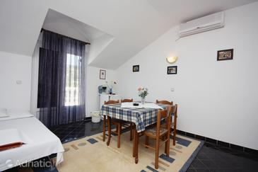 Jezera, Dining room in the apartment, air condition available and (pet friendly).