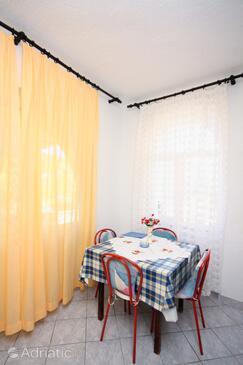 Jezera, Esszimmer in folgender Unterkunftsart studio-apartment, Haustiere erlaubt.